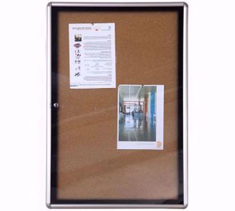Picture of לוח מודעות עם דלת